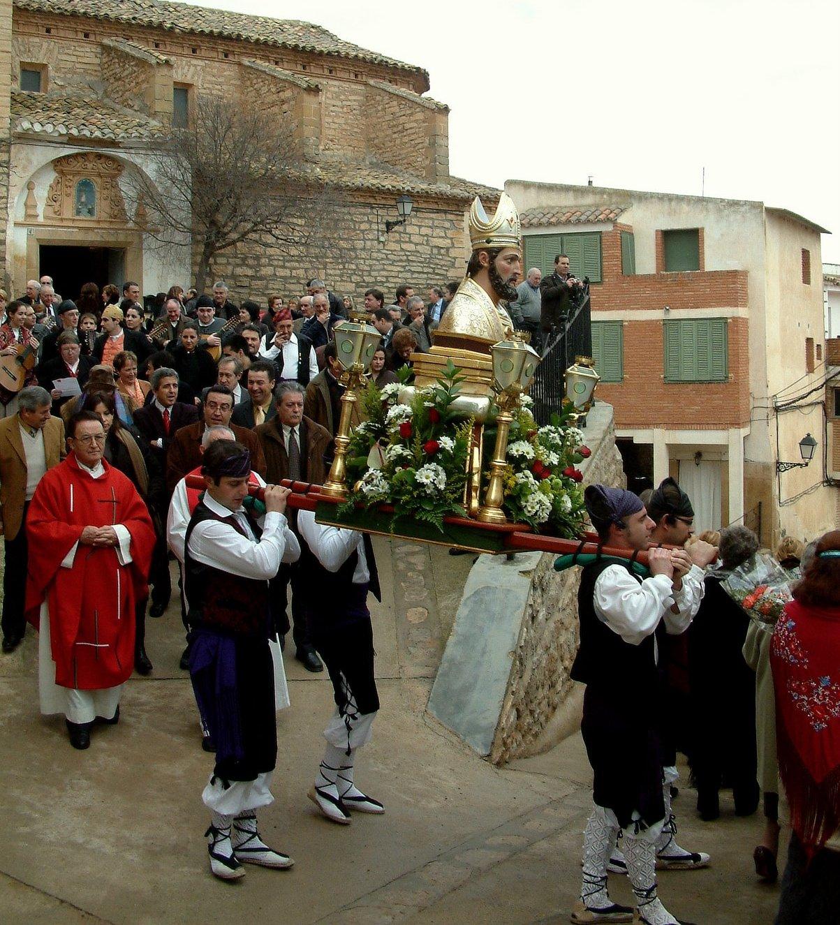 Salida de la procesión de la plaza de la Iglesia, año 2009 >> pincha para verla en la galería.